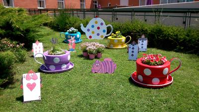 Varias residencias de adavir participan en el concurso for Modelos de jardines pequenos con llantas
