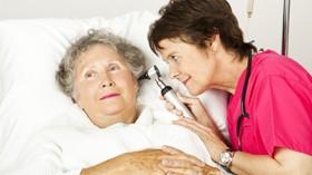 Crece el número de usuarios de servicios asistenciales a domicilio pero baja la facturación del sector