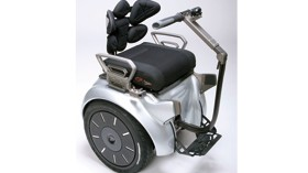Silla de ruedas con sistema de autoestabilización para una máxima libertad de movimientos
