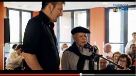 Celestino, residente de SARquavitae Berra, cumple su sueño de cantar junto a un Bertsolari profesional