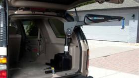 Elevador para cargar y descargar dispositivos de movilidad sin esfuerzo
