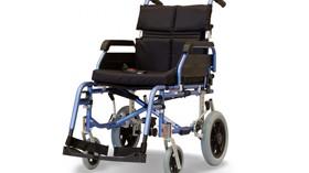 Silla de ruedas ligera y completamente plegable