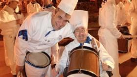 Joaquín cumple su sueño de participar en la Tamborrada de San Sebastián