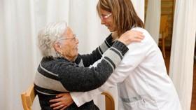 Sanitas reduce a la mitad el número de residentes con sujeciones físicas en un año