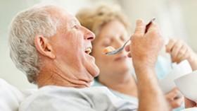¿Existen unos principios generales referidos a la alimentación de las personas mayores?