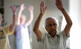 Geriatricarea UNED Pontevedra Ejercicio físico salud envejecimiento activo