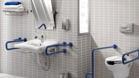 Barras de apoyo para aportar color y diseño a los baños adaptados