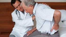 Programas multifactoriales de prevención de caídas en centros gerontológicos