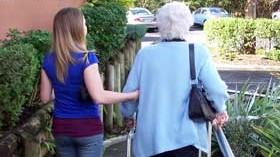 Fundación Edad&Vida advierte de la necesidad de profesionalizar y regular la actividad de las cuidadoras