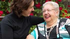 Cómo cuidar al que cuida para evitar caer en el síndrome del cuidador