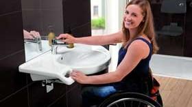 Baños cómodos y de diseño para personas con movilidad reducida