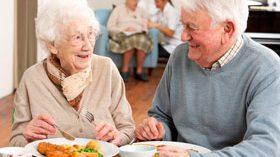 ¿Pueden participar los mayores en la organización de sus planes de alimentación?