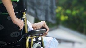Los mayores que viven solos, más proclives a ingresar en una residencia
