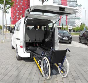 geriatricarea-ILUNION-coche-electrico-movilidad-reducida