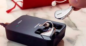 Primer audífono con batería recargable de iones de litio y tecnología inductiva inalámbrica