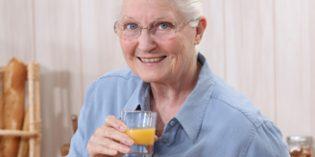¿Cómo debe ser una adecuada alimentación en las residencias de ancianos?