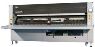 Plegador de ropa plana que facilita y optimiza el trabajo en la lavandería