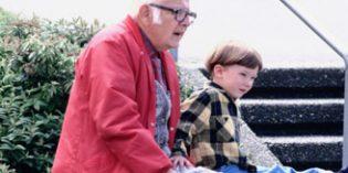 Uno de cada cuatro abuelos cuida de sus nietos una media de siete horas diarias