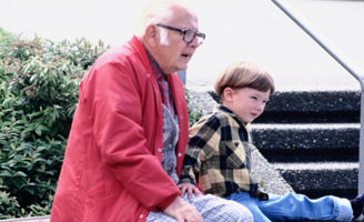 geriatricarea abuelos nietos cuidado