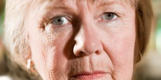 La soledad afecta especialmente a las mujeres más mayores, con escasa formación y bajos ingresos