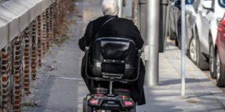 La adaptación del entorno y las ayudas técnicas mejoran la autonomía de las personas mayores