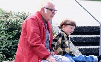 geriatricarea abuelos nietos.jpg