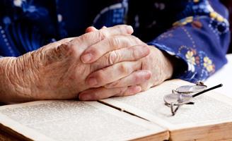 geriatricarea atención voluntaria lectura