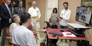 Madrid implantará progresivamente en las 25 residencias de AMAS el servicio de telemedicina