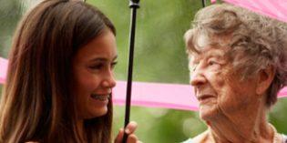 El vínculo entre abuelos y nietos puede ayudar a paliar situaciones de aislamiento de los mayores