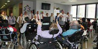 La Diputación de Bizkaia y EUDEL suscriben un acuerdo para garantizar la atención diurna a personas mayores