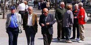 Barcelona desarrolla una estrategia municipal para adaptar la ciudad al envejecimiento de la población