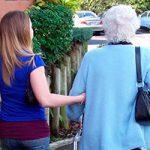 Claves de la humanización para acompañar a las personas mayores