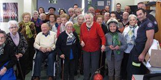 Bomberos de Bilbao asesoran en prevención de incendios a personas mayores