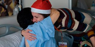 """Amavir colabora nuevamente en la campaña """"Ningún mayor sin regalos en Navidad"""""""