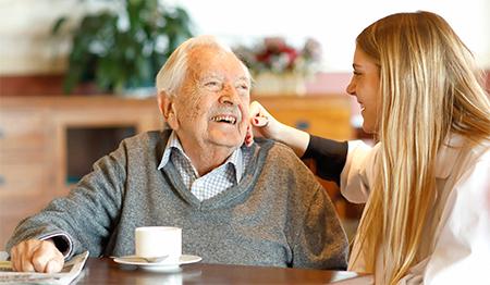 geriatricarea DomusVi servicio de ayuda a domicilio