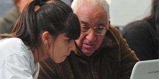 United Way impulsa un  programa de acompañamiento a personas mayores que viven en soledad