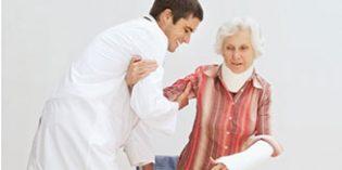 Un 70% de las caídas de personas mayores provoca lesiones como fracturas o esguinces