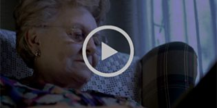 Accem presenta un cortometraje con concienciar sobre la soledad en las mujeres mayores